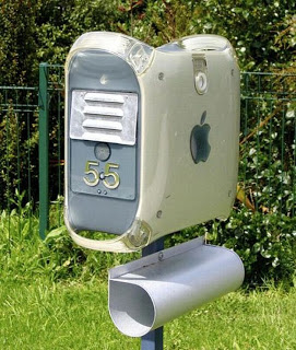 https://whattayagonnado.files.wordpress.com/2017/08/cfa16-mac-computer-mailbox-2.jpg?w=518&h=611
